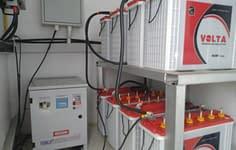 バッテリーバンクは、よく維持され、充電されています